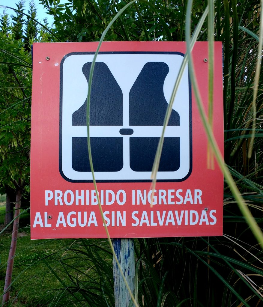 señalética prohibido ingresar al agua sin salvavidas